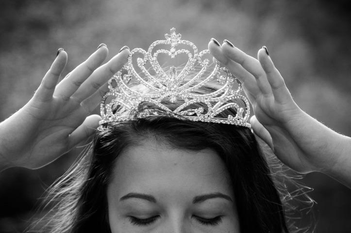 queen-2941438_1920